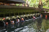 shower in tirta empul temple